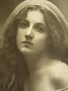 Victorian_Portrait_young_woman_loose_hair